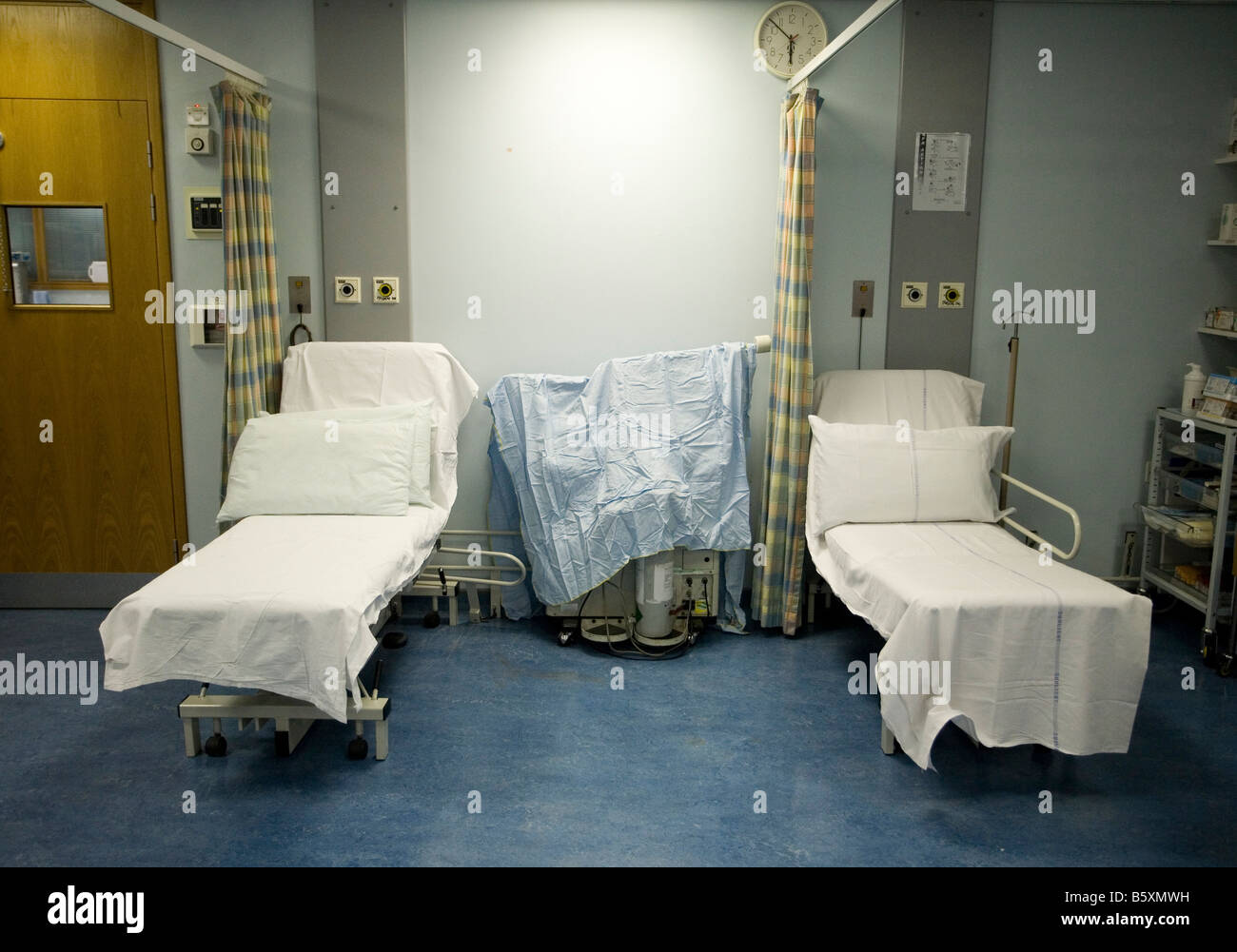 Empty beds at an NHS hospital in UK - Stock Image