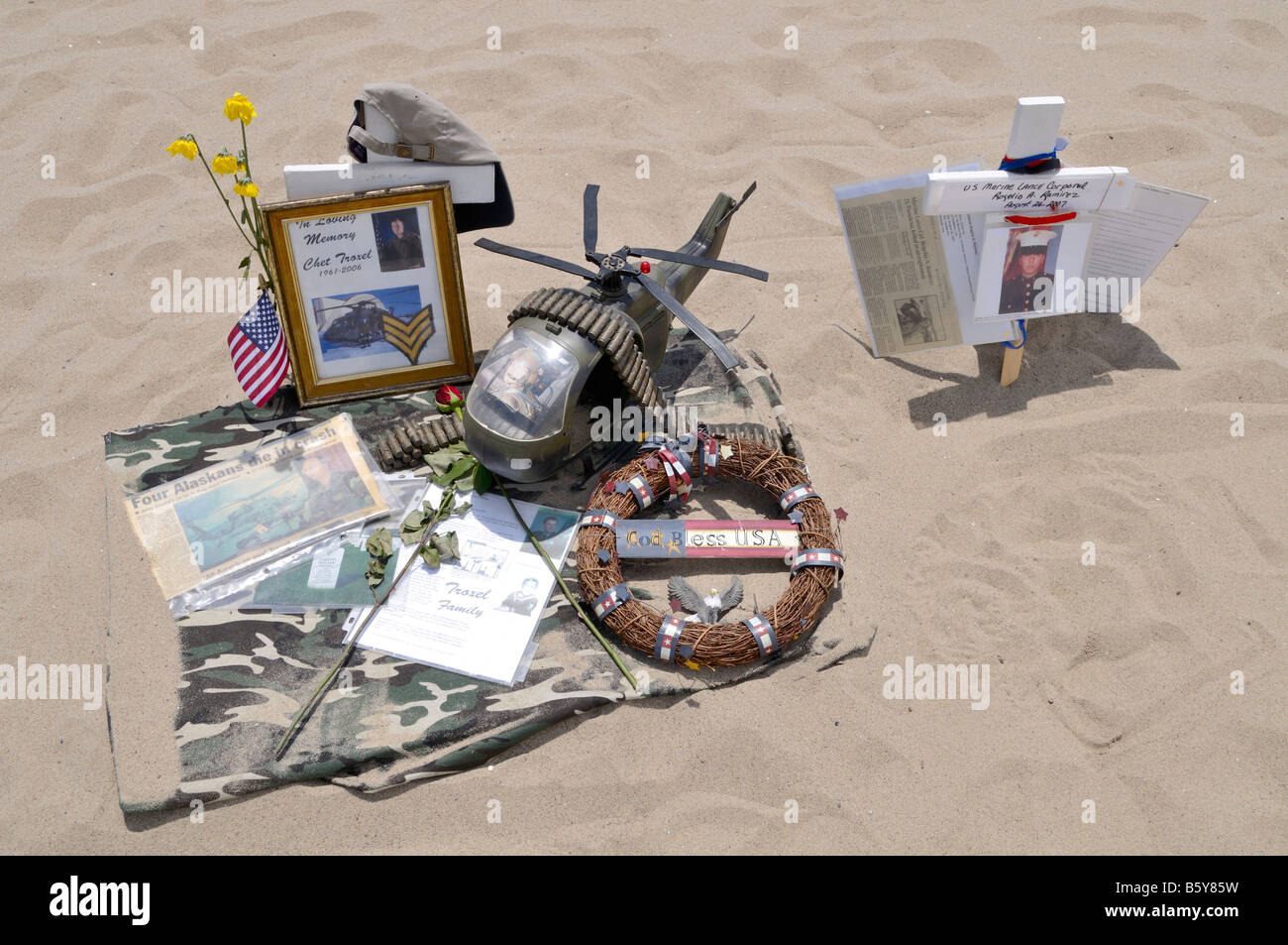 Personalized temporary memorial for fallen soldier in Iraq prepared at Arlington West on Santa Monica Beach - Stock Image