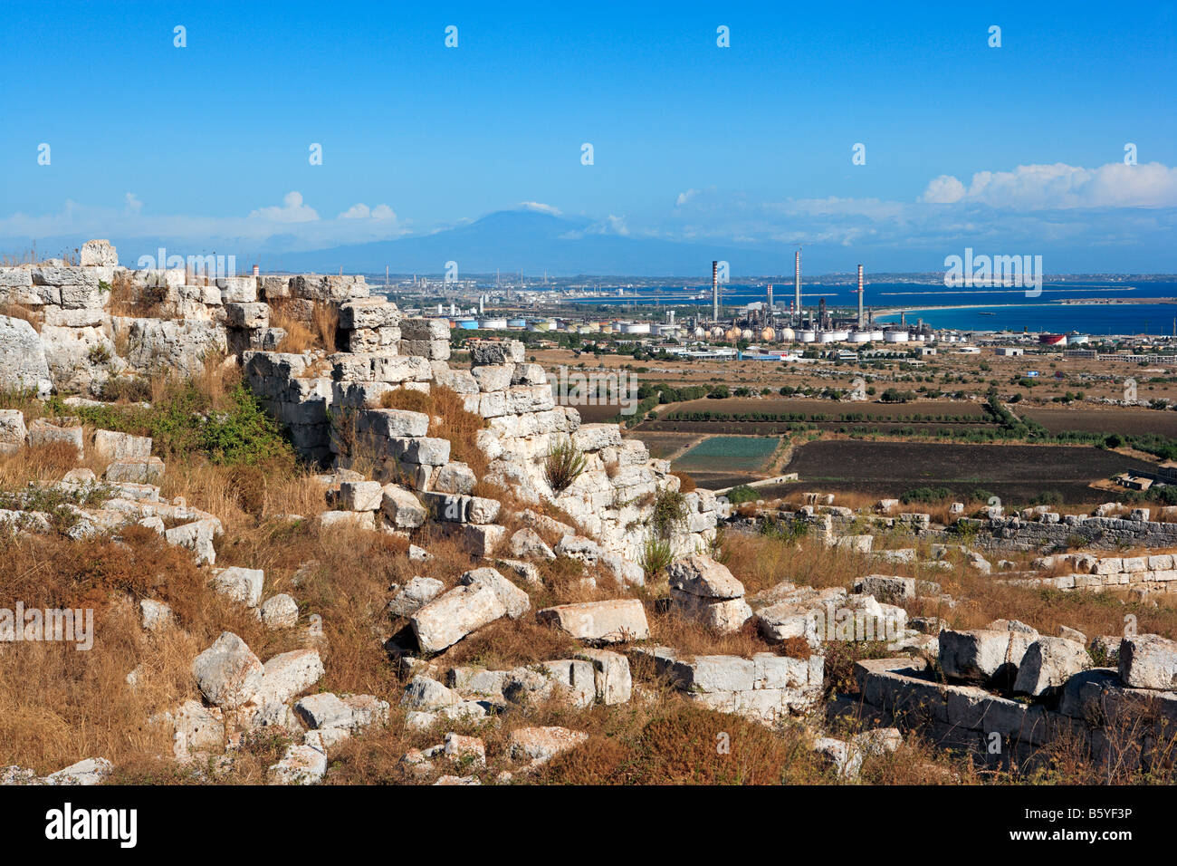 Bastion of Eurialo, oil refineries, Mount Etna and Golfo di Augusta, Sicily - Stock Image