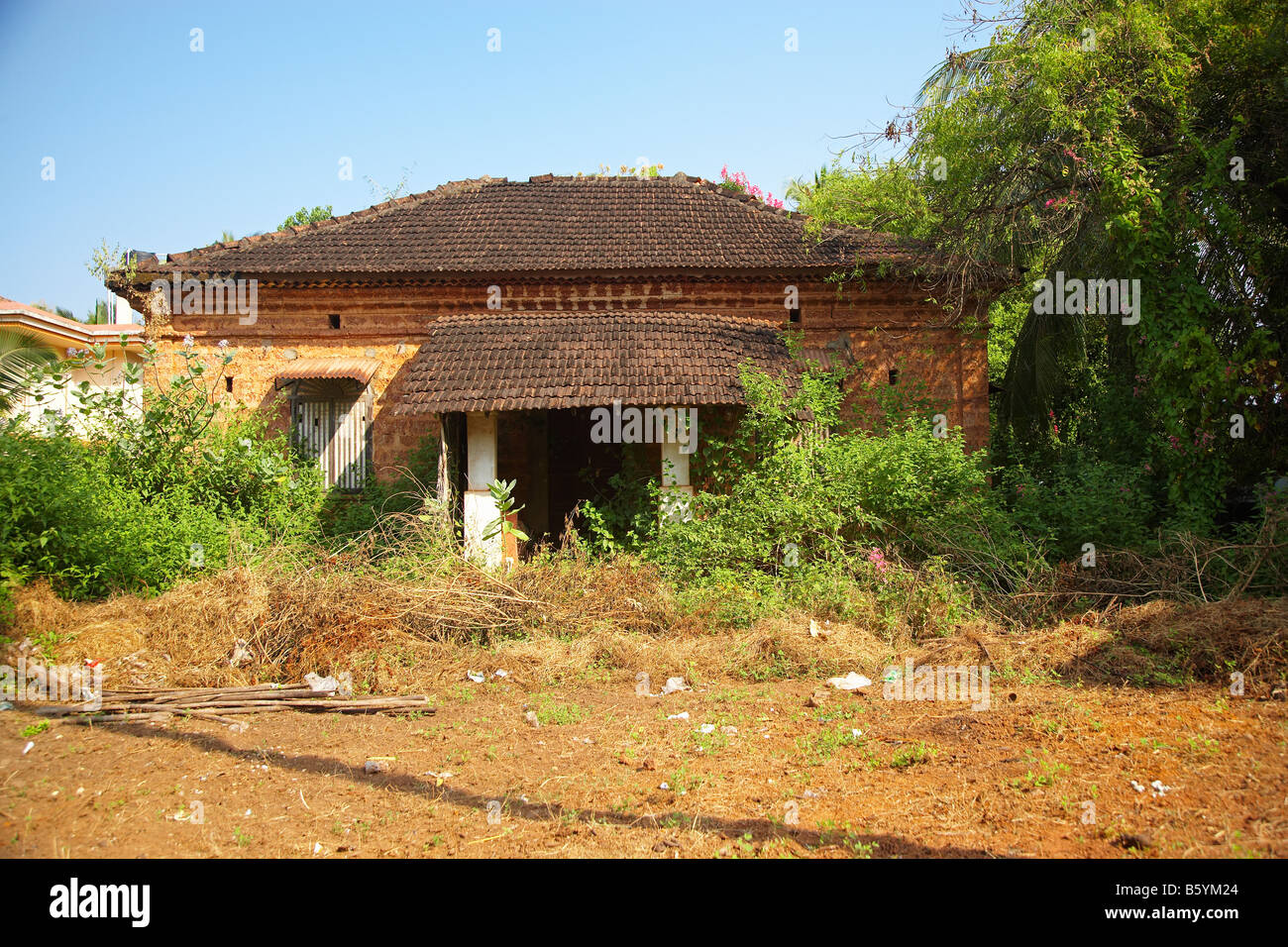 Neglected Portuguese style Colonial House in Goa, India - Stock Image
