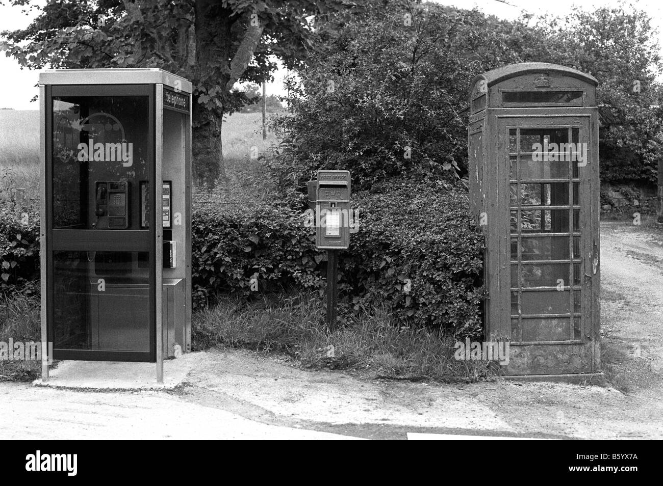 UK England Cheshire neglected K6 phone box being replaced by new KX100 booth in 1980s - Stock Image