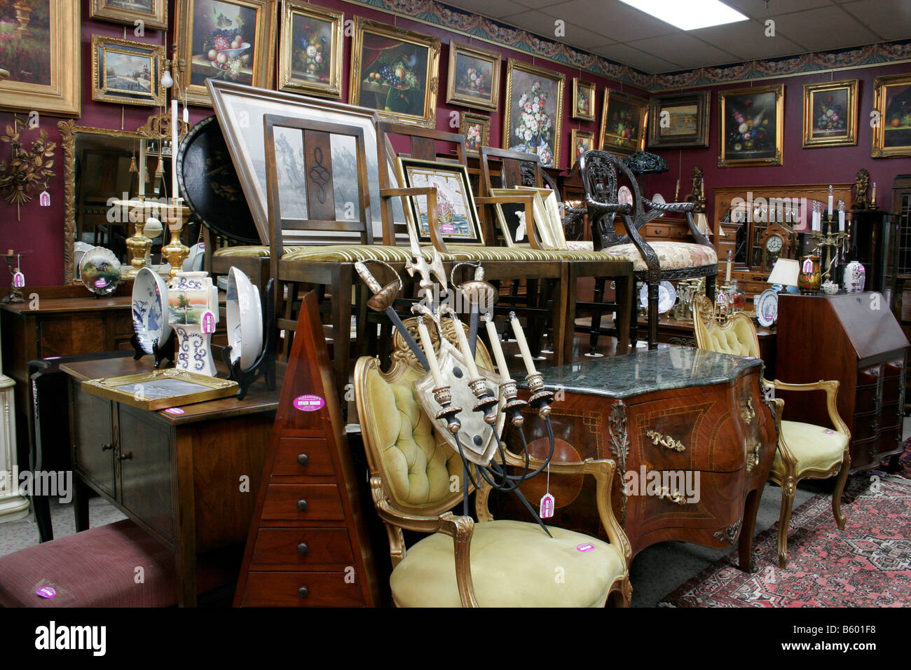 Antique store and auction house - Antique Store And Auction House Stock Photo: 20899516 - Alamy