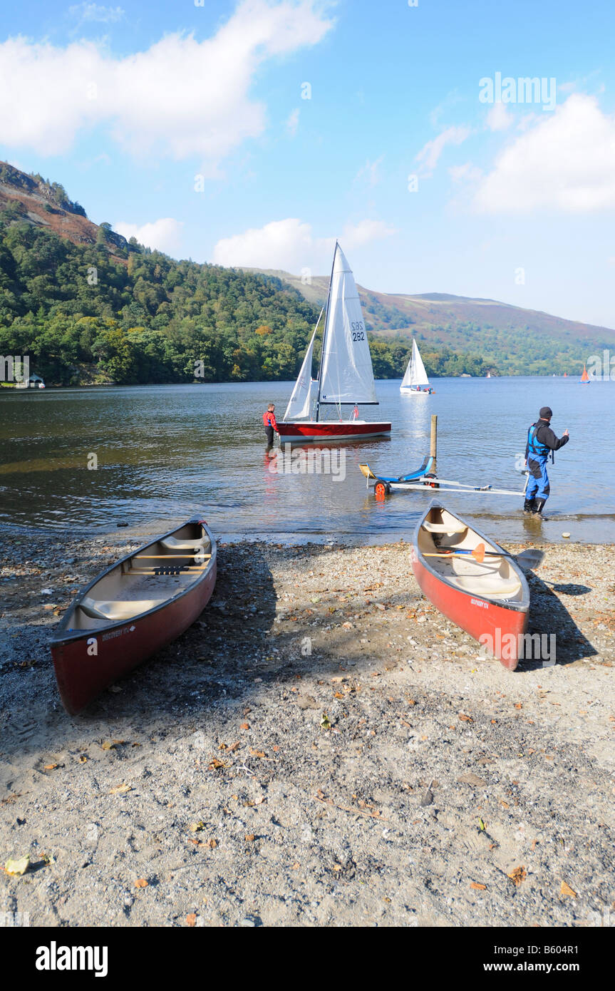 Two local yachtsmen prepare a boat on Ullswater, Glenridding, Lake District, UK - Stock Image