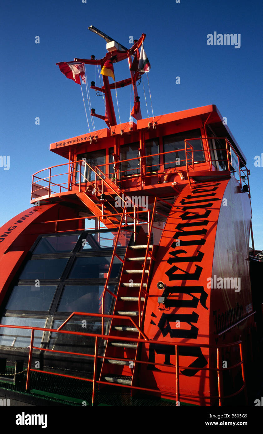 Nov 23, 2008 - HVV ferry leaving Sandtorhöft ferry pier for Landungsbrücken in the German port of Hamburg. Stock Photo