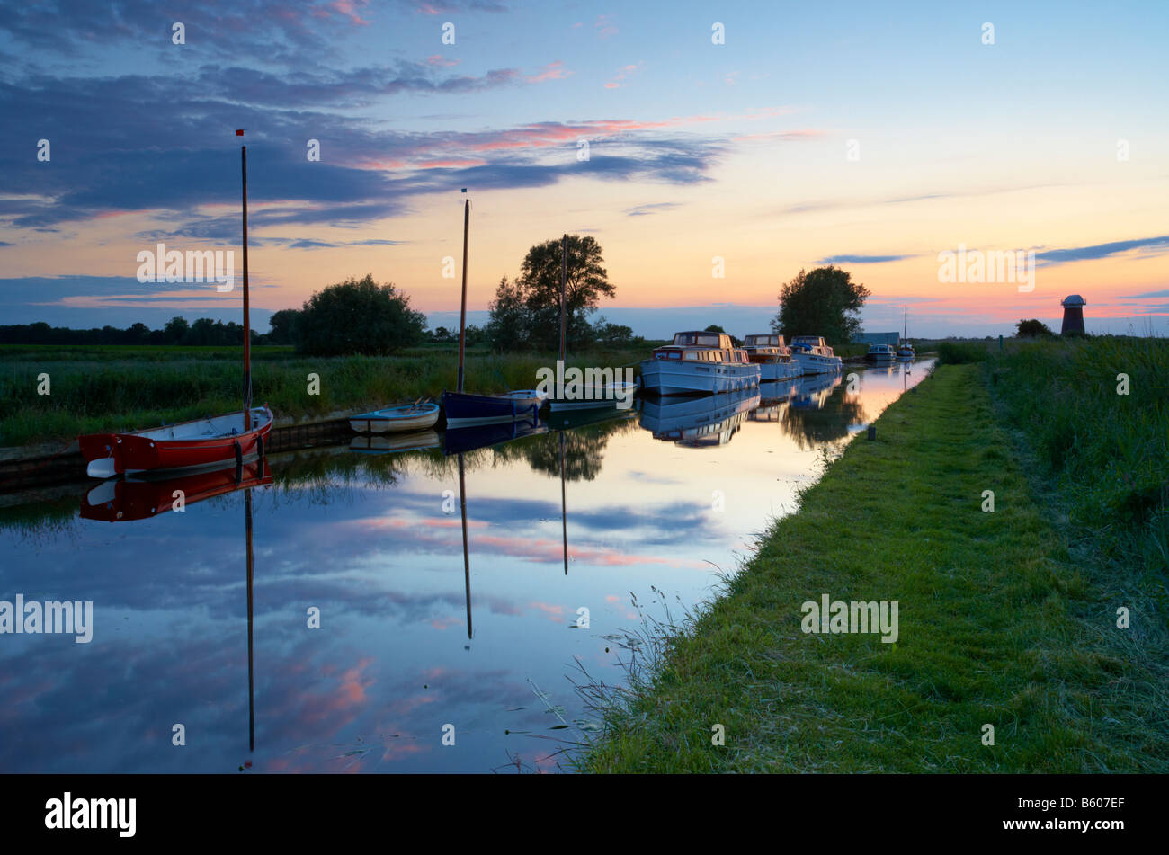 Twilight at West Somerton Dyke in the Norfolk Broads - Stock Image