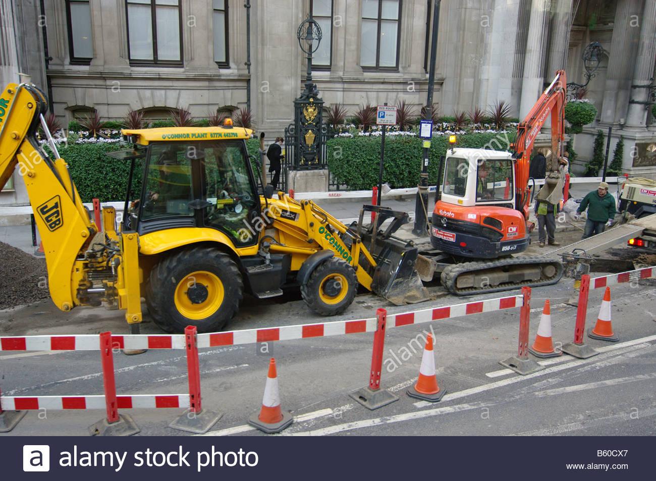 CONSTRUCTION London digging the roads road dig workers men male street repair repairing maintenance workmen Stock Photo