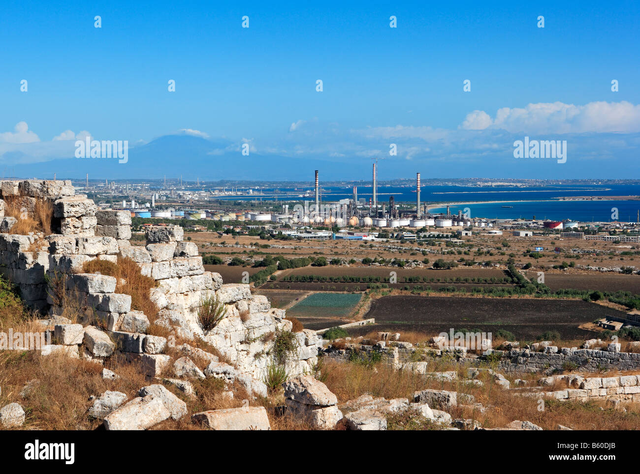 Bastion of Eurialo, oil refineries, Golfo di Augusta and Mount Etna, Sicily - Stock Image