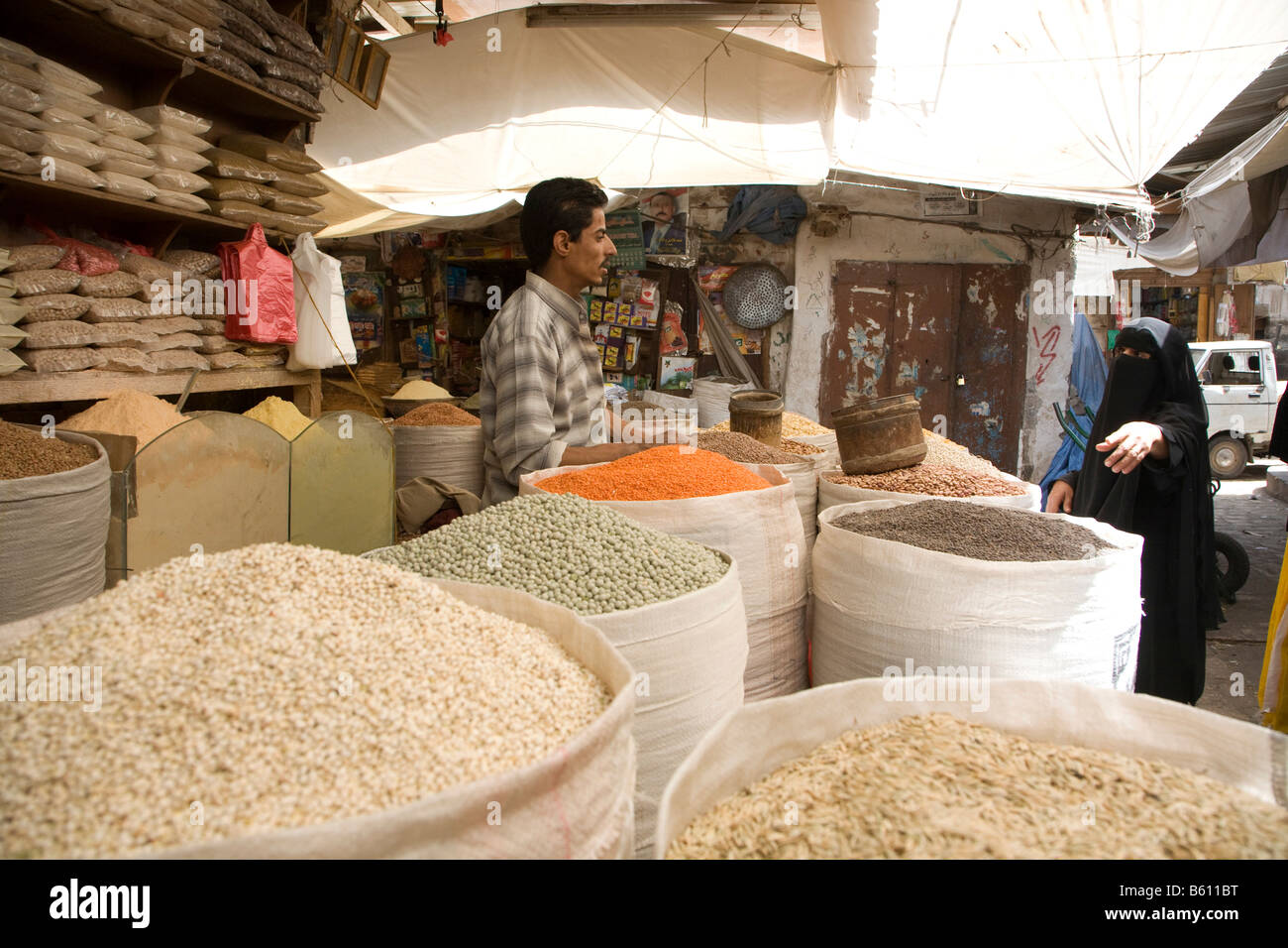 Souk, market for spices and legumes, San'a', Yemen, Middle East - Stock Image