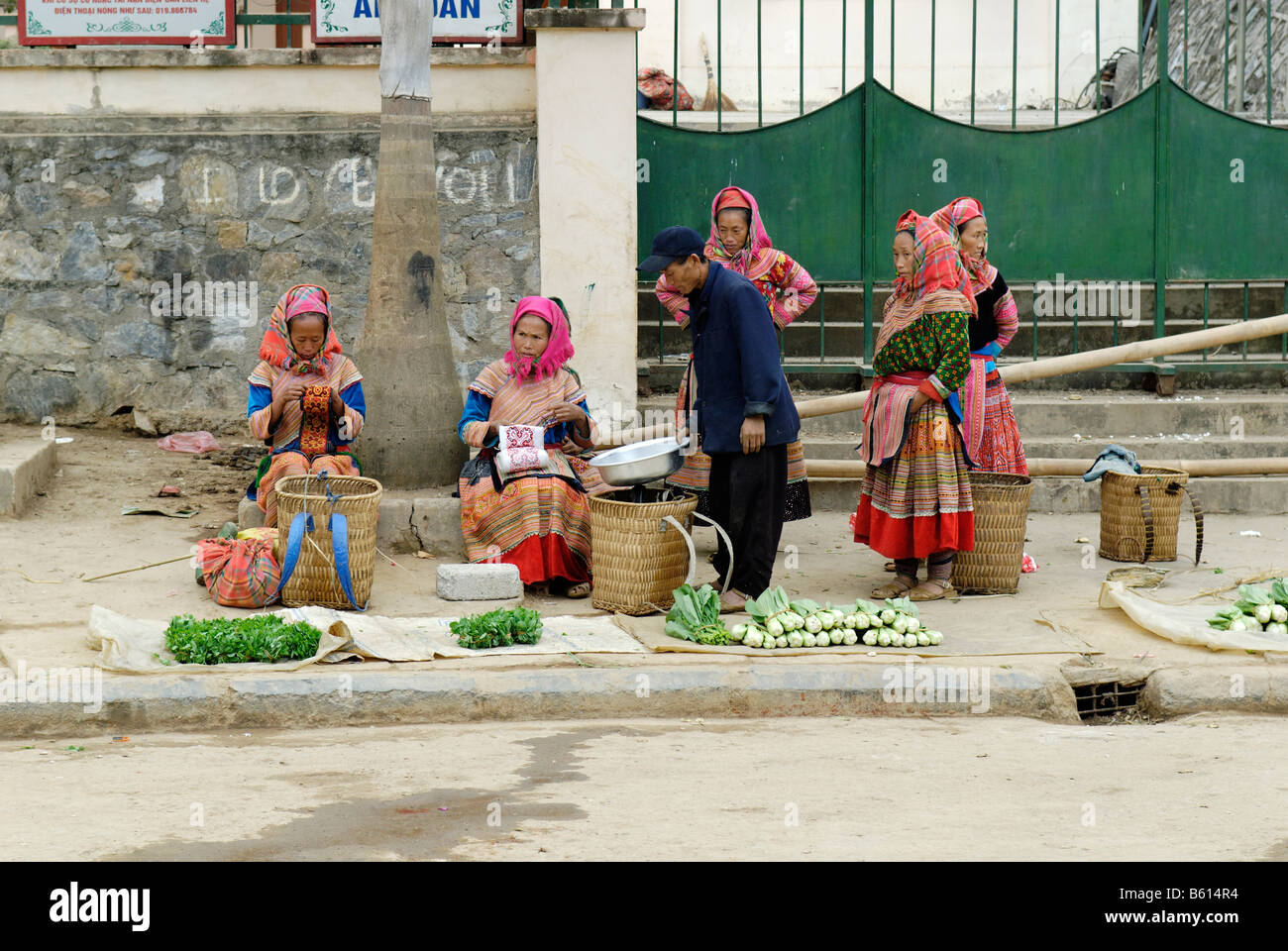 Flower Hmong women at a market, Ha Giang Province, North Vietnam, Asia - Stock Image