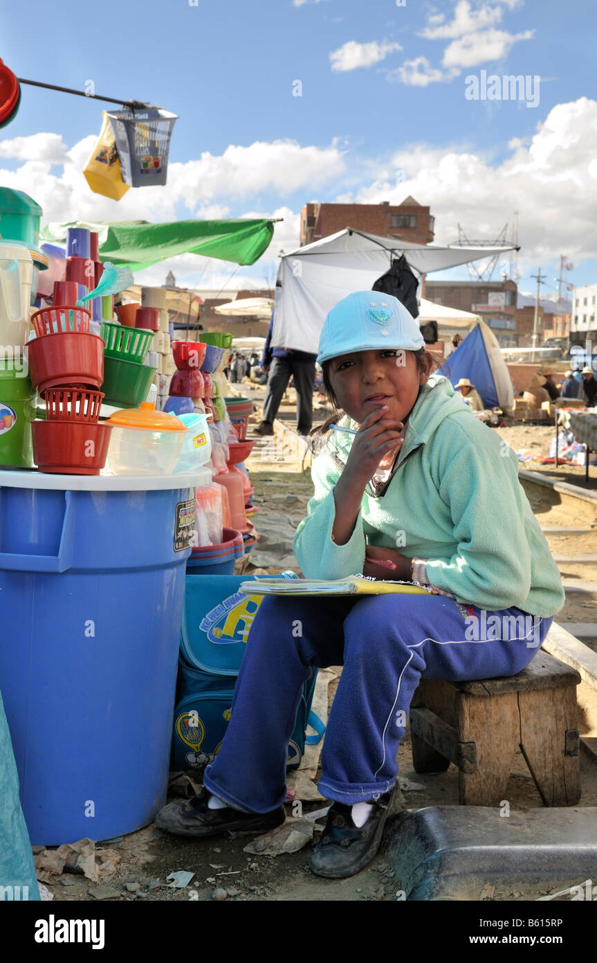 Child labour, 10-year-old girl selling goods on El Alto market, La Paz, Bolivia, South America - Stock Image