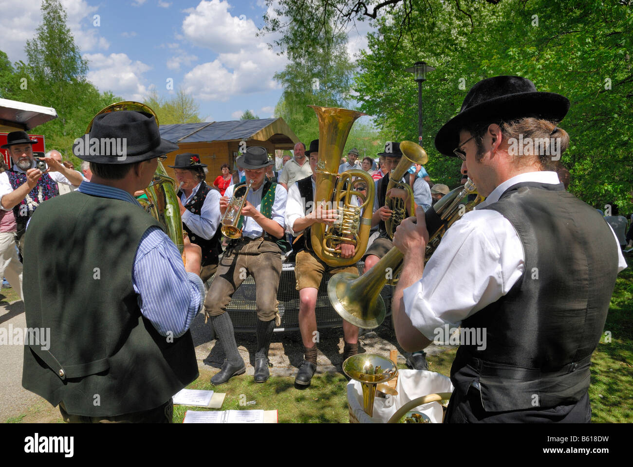 Group of musicians at the folk music festival 'Drumherum' in Regen, Lower Bavaria - Stock Image