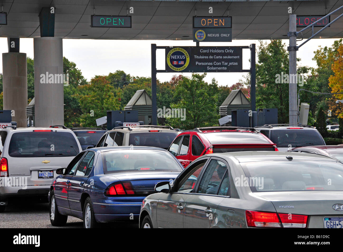 Carte Nexus Canada.Customs Check Cars Entering The United States From Canada At Niagra