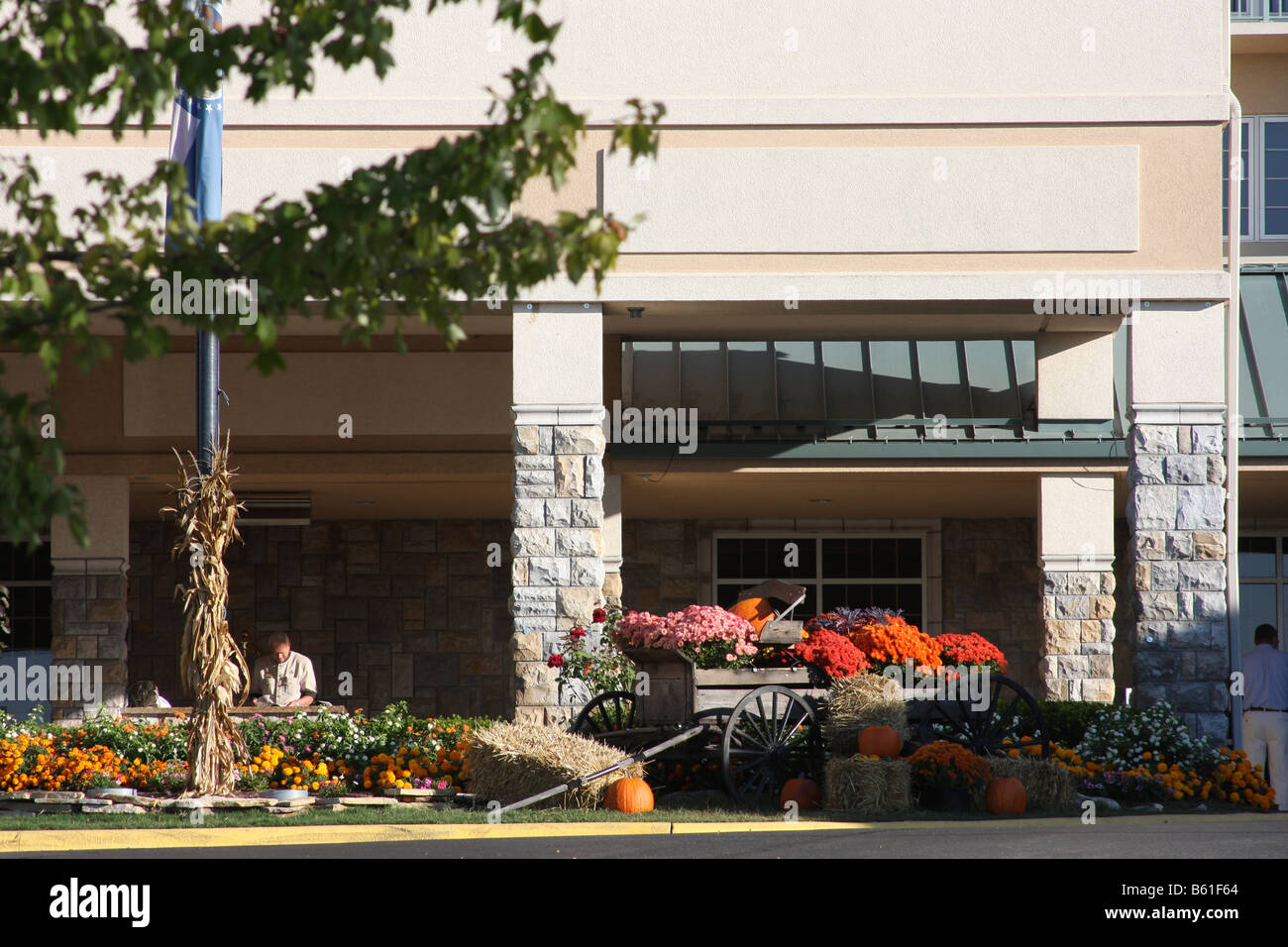 Front entrance to the hotel Chateau on the Lake in Branson Missouri showing fall decorations - Stock Image