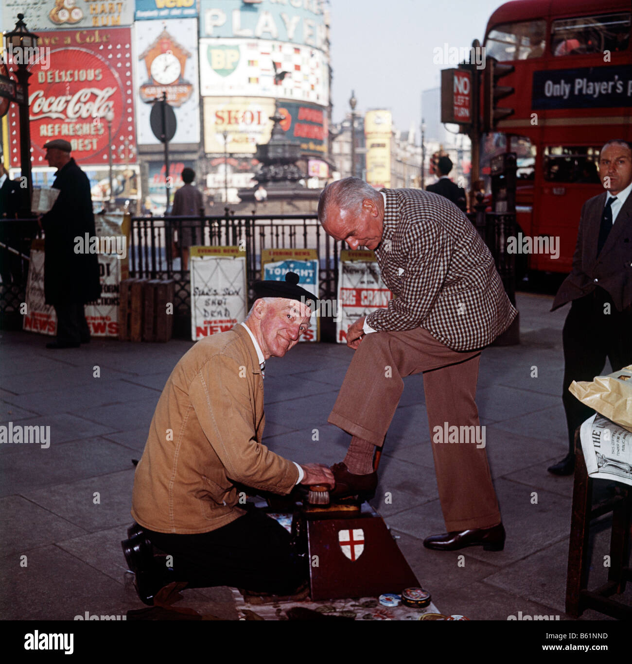 The Street Cries of London. Viven de Gurr St George, a shoe shine at work in Piccadilly, one of the last shoe shines - Stock Image