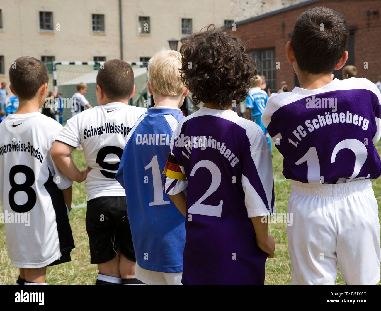 Young football players from behind, different tricot numbers, 1. FC Schoeneberg and Schwarz-Weiss Spandau, Berlin, - Stock Image