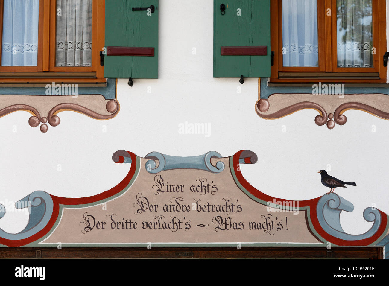 Lueftl painting and 'Einer acht´s Der andre betracht´s...' written on a farmhouse in Marquartstein, - Stock Image