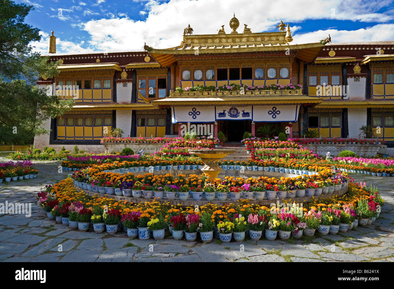 Norbulingka or Jewel Park, Tagten Migyur Podrang, the Dalai Lama's Summer Palace, Lhasa, Tibet, China. JMH3757 - Stock Image