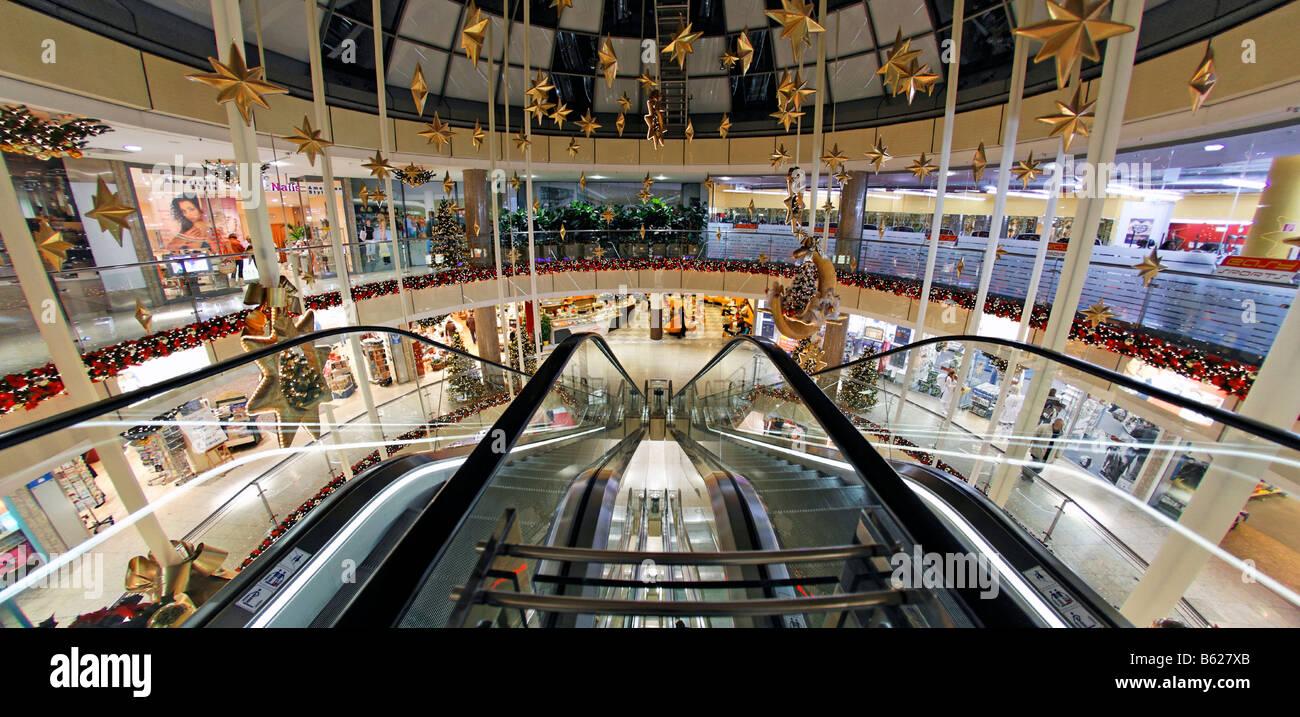 christmassy decorated shopping centre with escalator city point stock photo 20948435 alamy. Black Bedroom Furniture Sets. Home Design Ideas
