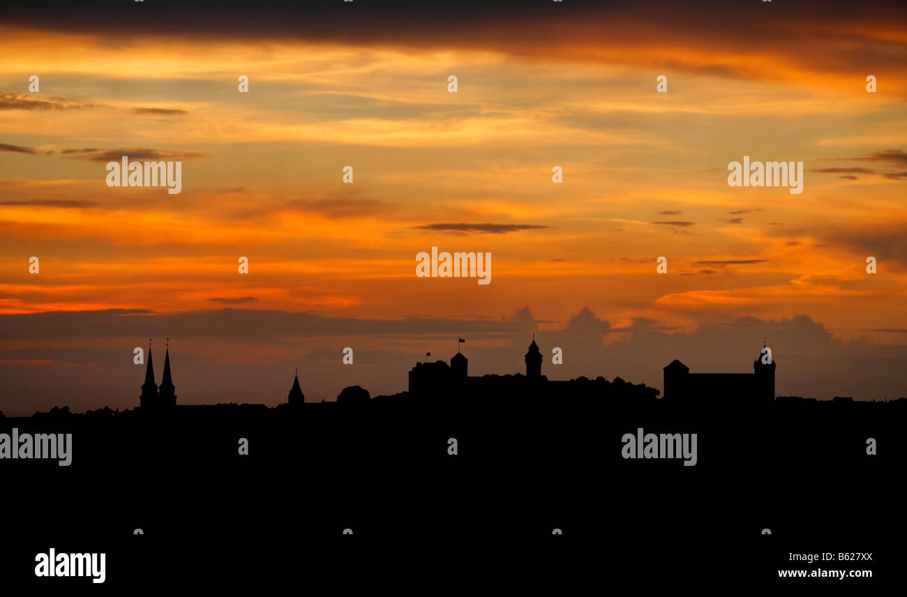 Red evening sky with the silhouette of the historic city centre, Nuremberg, Middle Franconia, Bavaria, Germany, - Stock Image