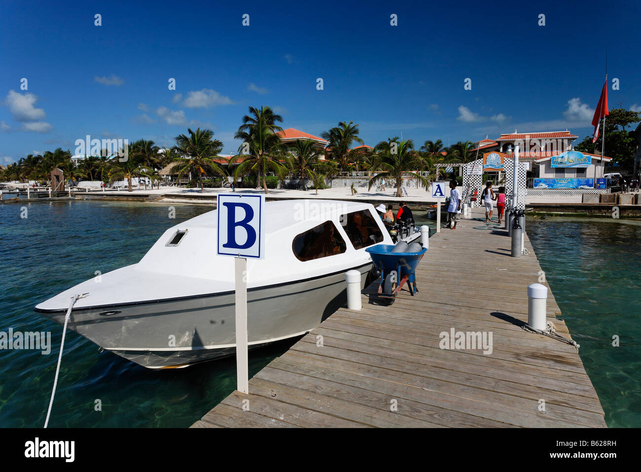 Scuba diving boat tied to the pier of the Sun Breeze Hotel, San Pedro, Ambergris Cay Island, Belize, Central America, - Stock Image