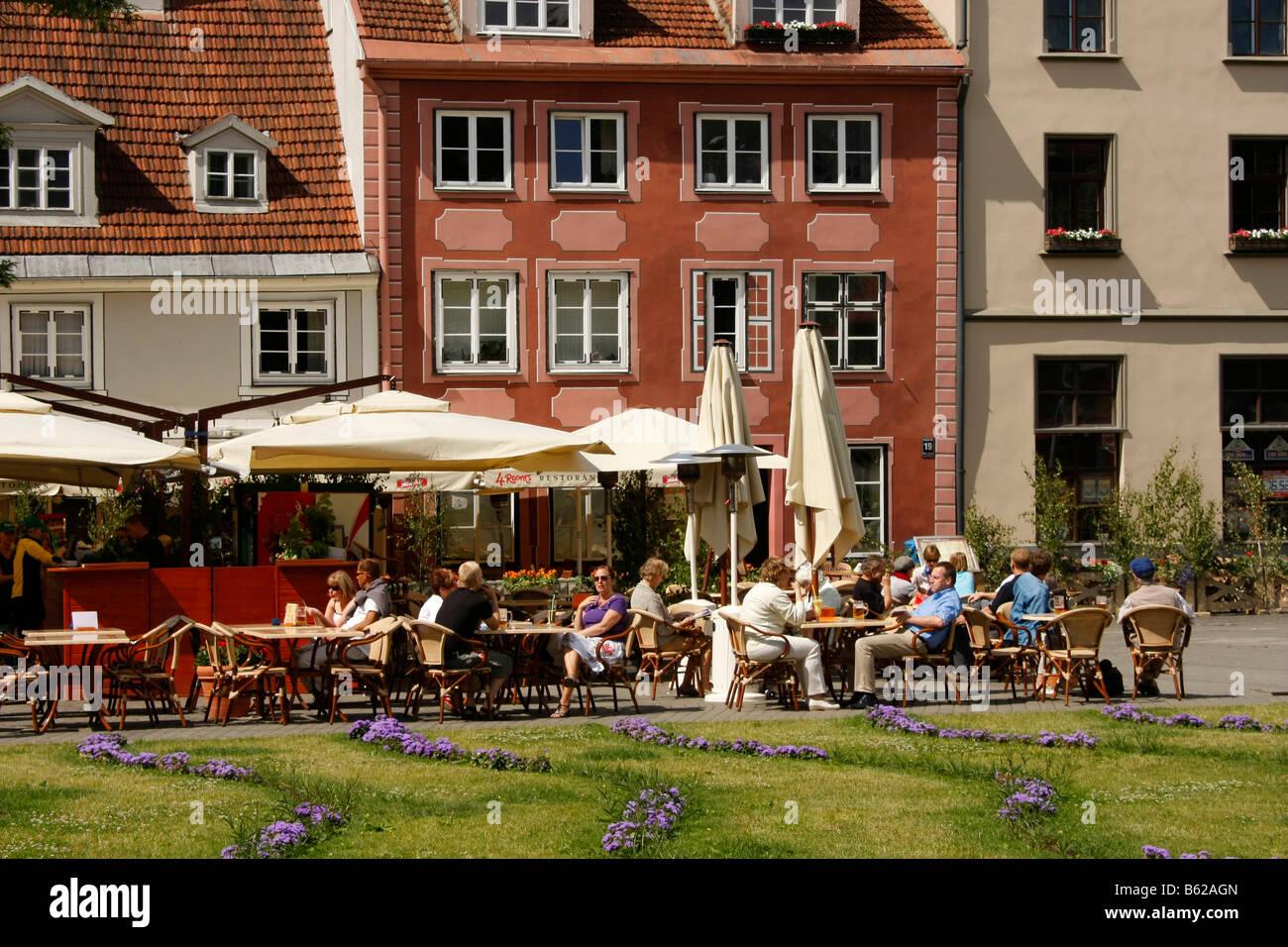 Strret café in the historic city centre of Riga, Latvia, Baltic region, Europe Stock Photo