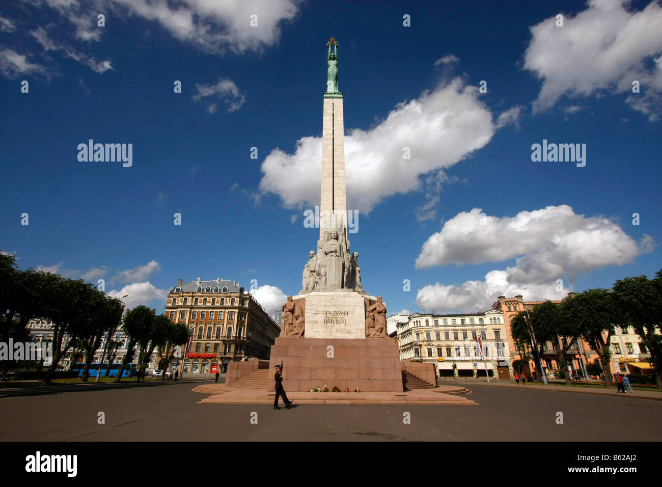 During the day the Freedom Memorial is watched over by a guard of honor, Riga, Latvia, Baltic states Stock Photo