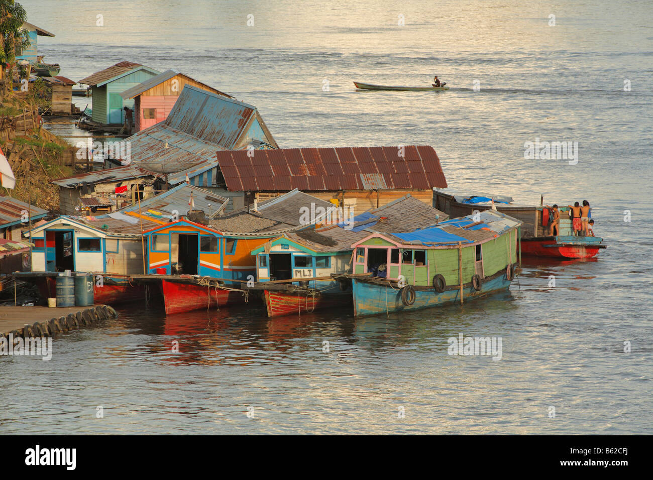Houseboats, landing stage, Sungai Kapuas River, Putussibau, West Kalimantan, Borneo, Indonesia, Asia - Stock Image