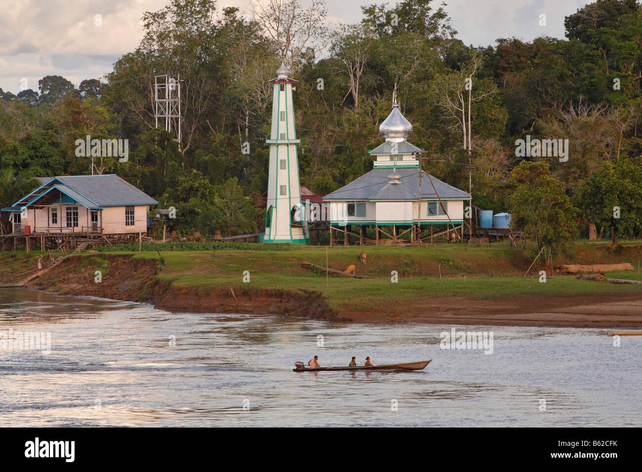 Mosque by the Sungai Kapuas River, Putussibau, West Kalimantan, Borneo, Indonesia, Asia - Stock Image