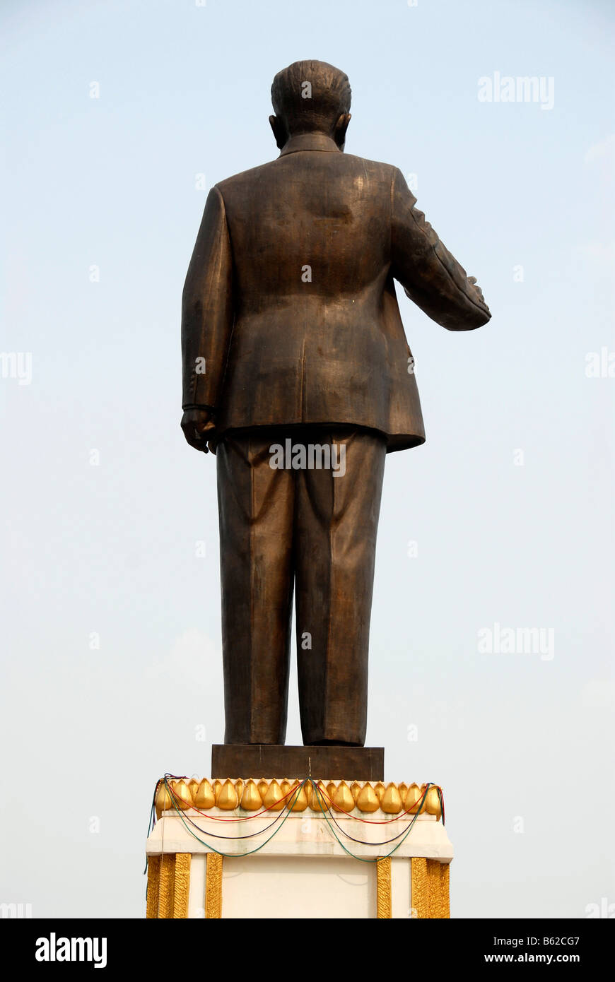 Communist statue of the leader of the revolutionary party and former president Kaysone, seen from behind, Kaysone - Stock Image
