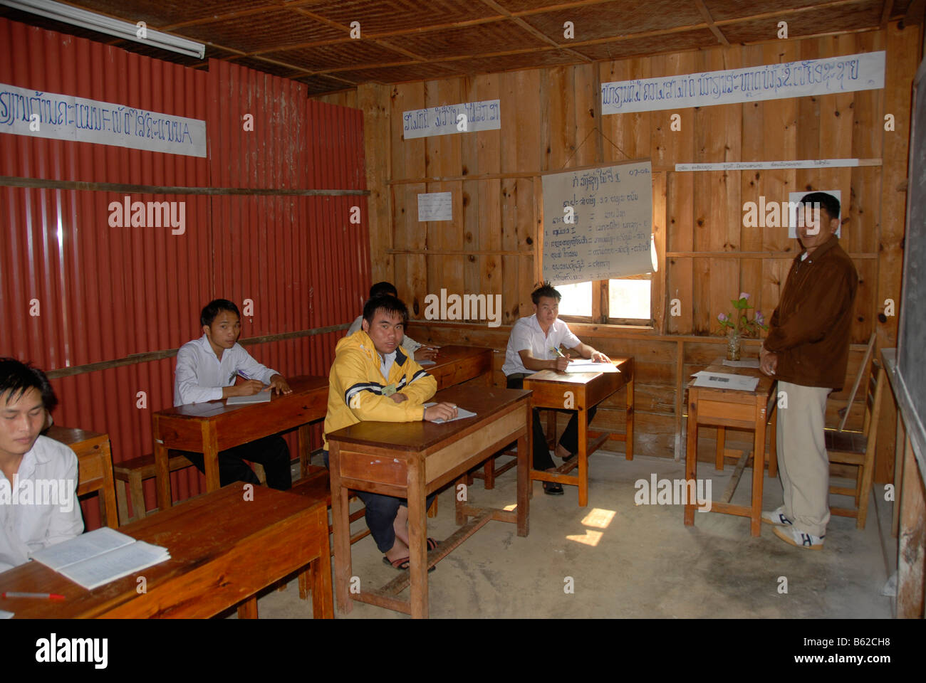 Young people learning english in a vocational school, Phonsavan, Xieng Khuang Province, Laos, Southeast Asia - Stock Image