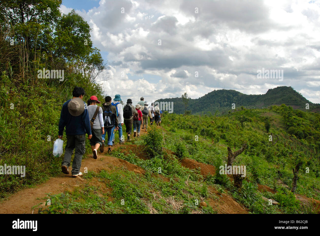 Tourists on a trekking tour in front of the Phu Fa Mountain, Phongsali Province, Laos, Southeast Asia - Stock Image