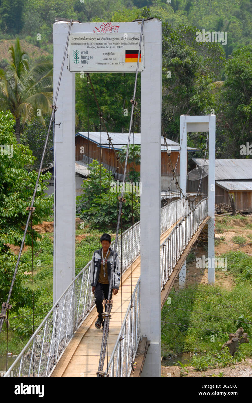 New suspension bridge from the German development aid group Deutsche Welt Hunger Hilfe or German Agro Action, DWHH/GAA, - Stock Image