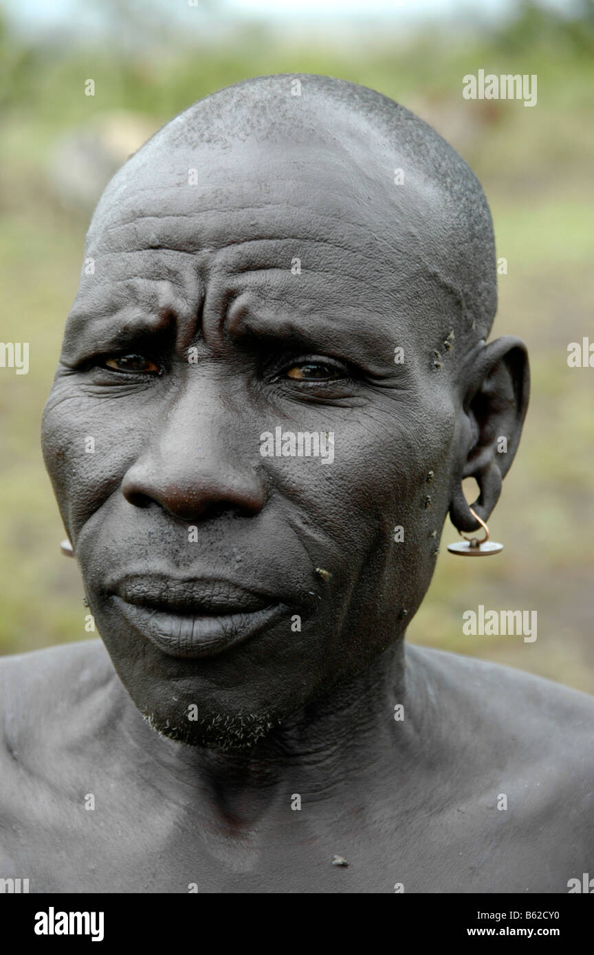 Portrait of an old, bald man of the Mursi tribe, near Jinka, Ethiopia, Africa - Stock Image