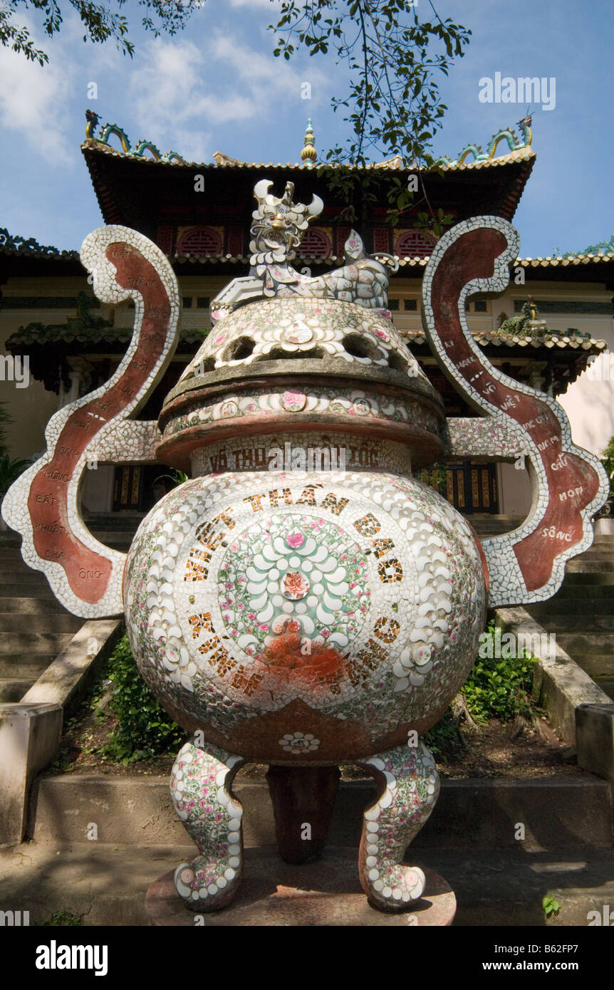 Large outdoor mosaic covering an urn made from recycled crockery at the Temple of the King Hung Vuong, Ho Chi Minh - Stock Image