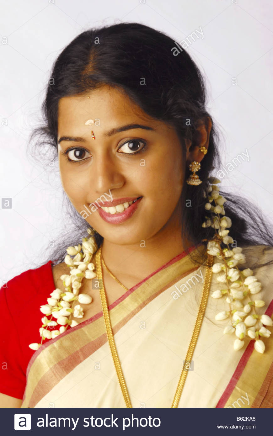 Charmant A MODEL FROM KERALA IN TRADITIONAL ATTIRE DURING ONAM Stock ...