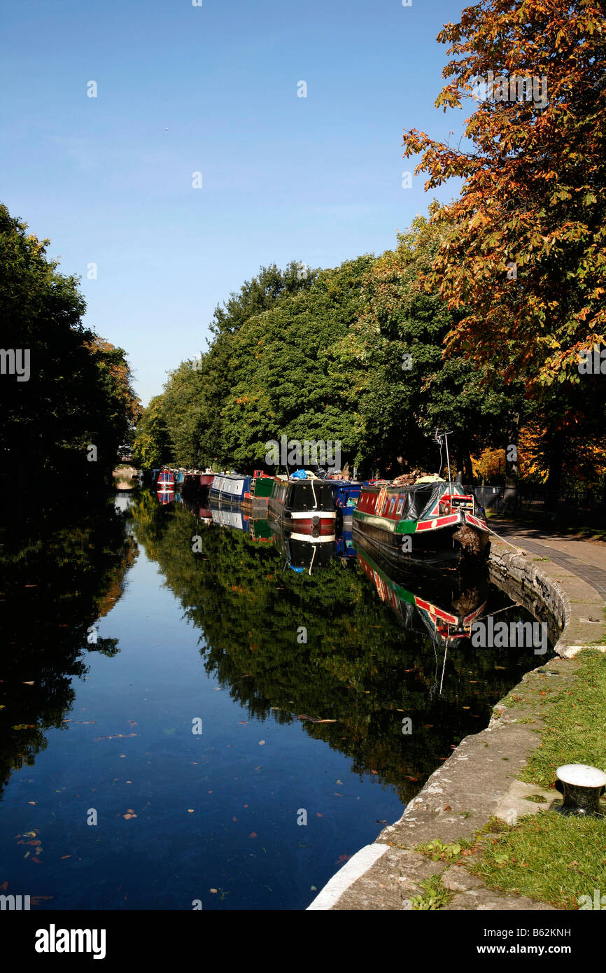 Regents Canal beside Victoria Park, Bethnal Green, London - Stock Image
