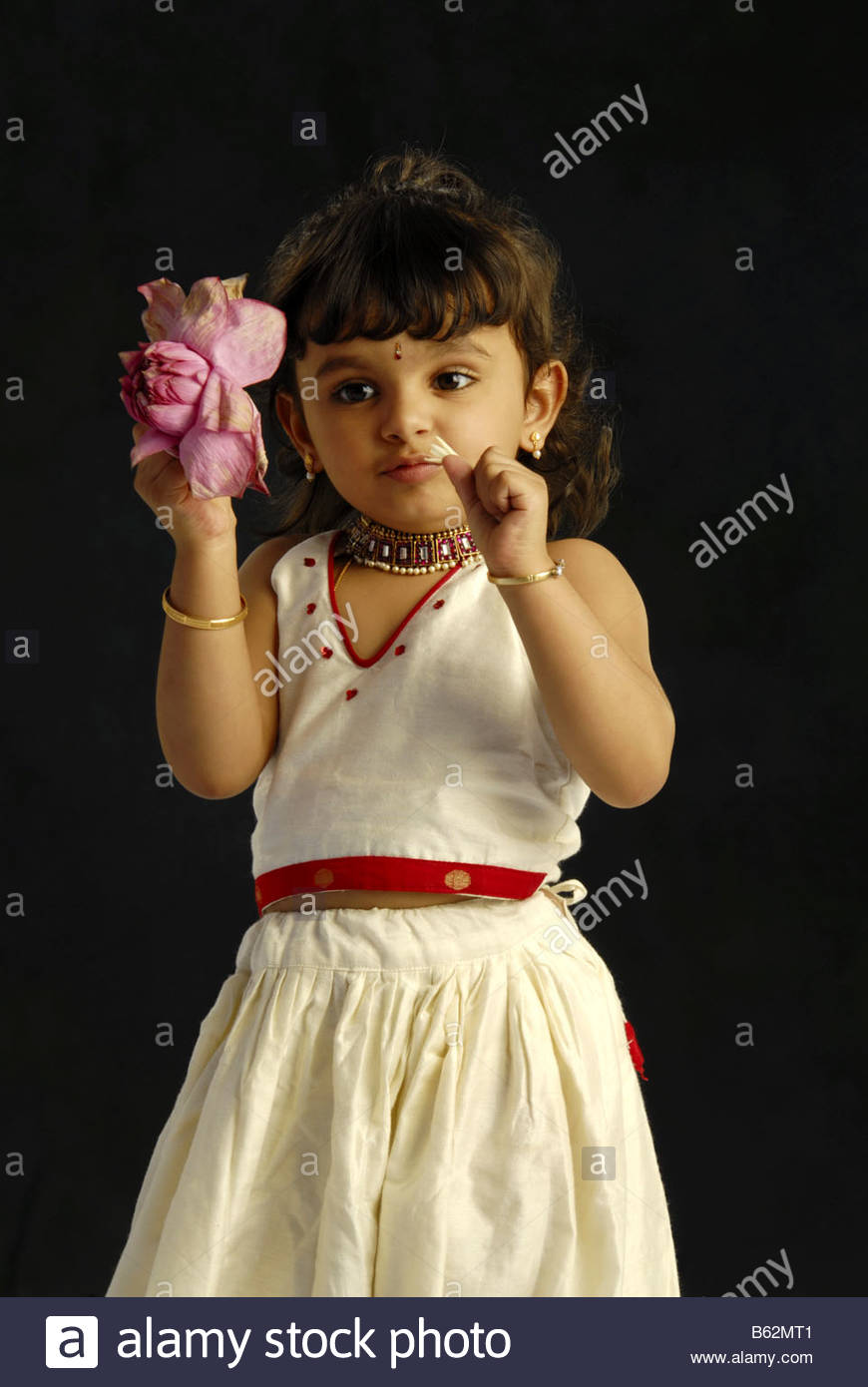9671fb803c A CHILD MODEL FROM KERALA IN TRADITIONAL ATTIRE DURING ONAM Stock ...