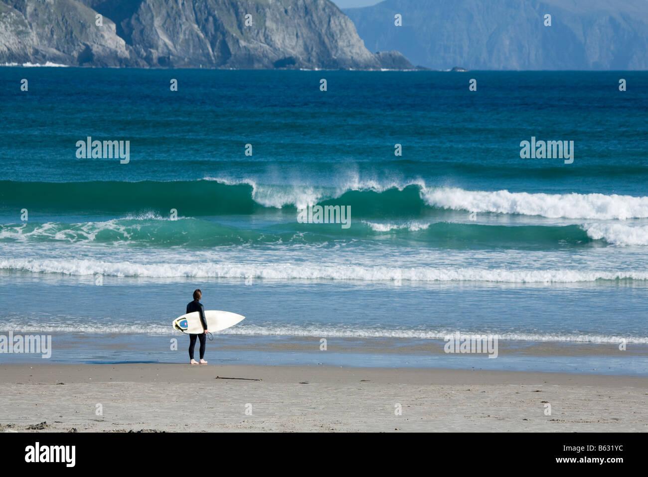 Surfer on Tramore Beach, Keel, Achill Island, County Mayo, Ireland. - Stock Image