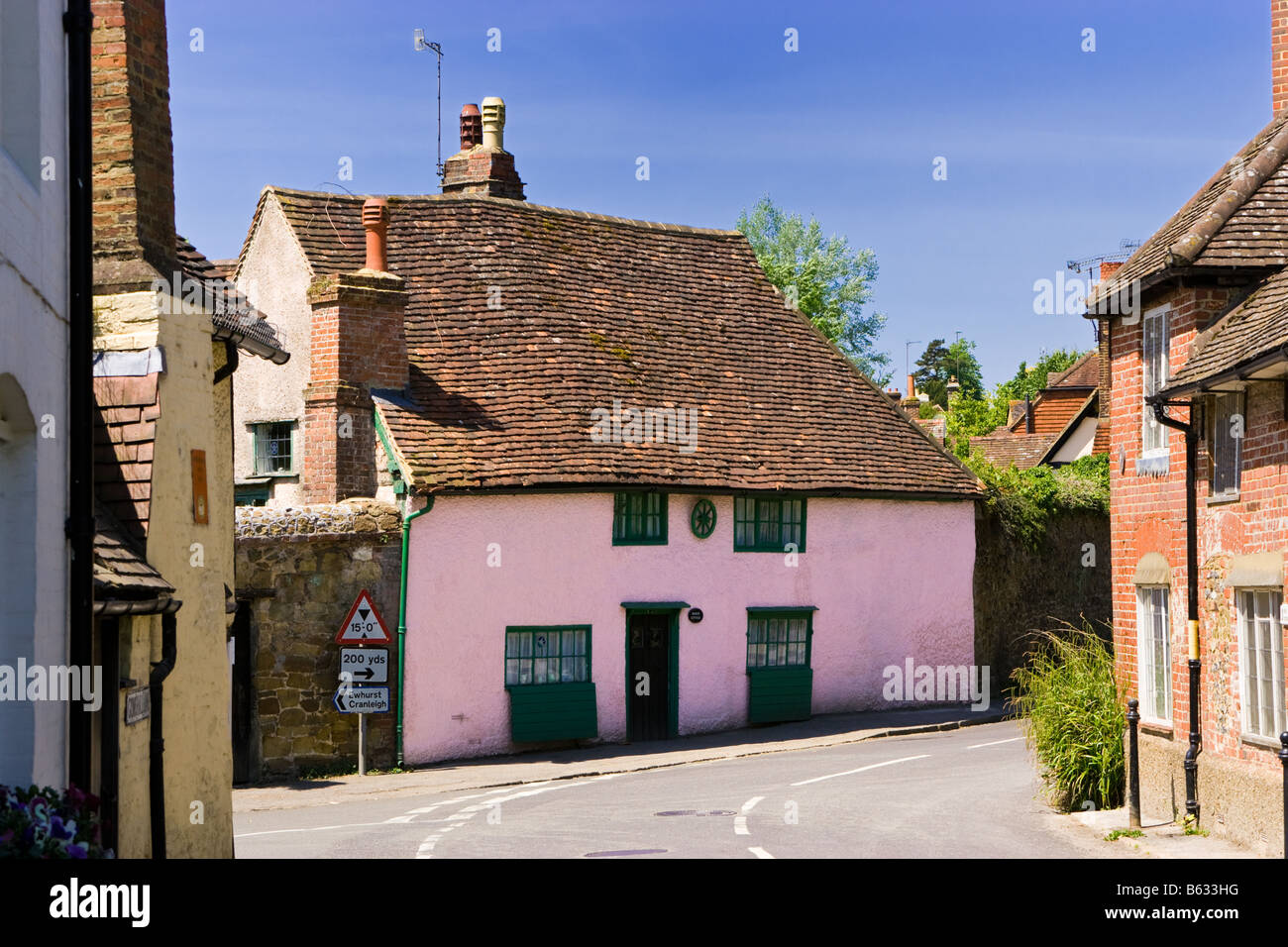Traditional small medieval pink house in the old village of Shere, Surrey, England, UK - Stock Image