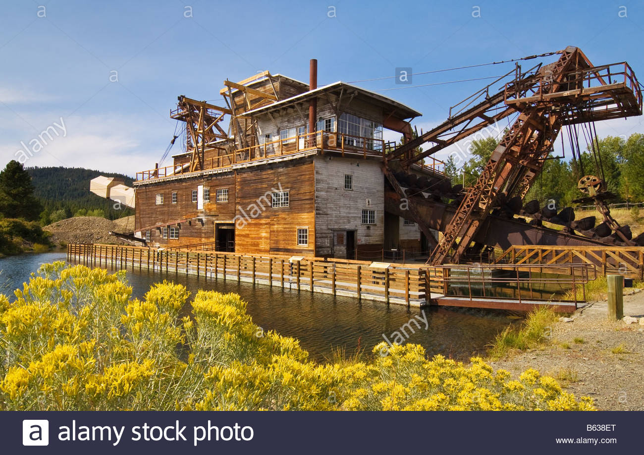 Old gold mining dredge at Sumpter Valley Dredge State Heritage Area Sumpter Oregon. SEE NOTE ABOUT THIS IMAGE IN - Stock Image