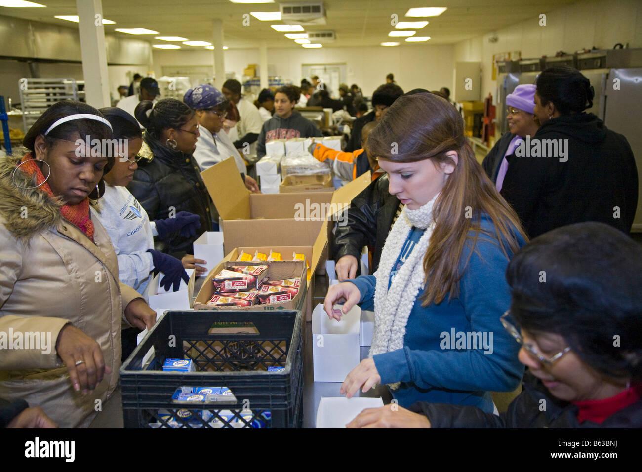 Volunteers Prepare Thanksgiving Dinner for Homebound Senior Citizens - Stock Image