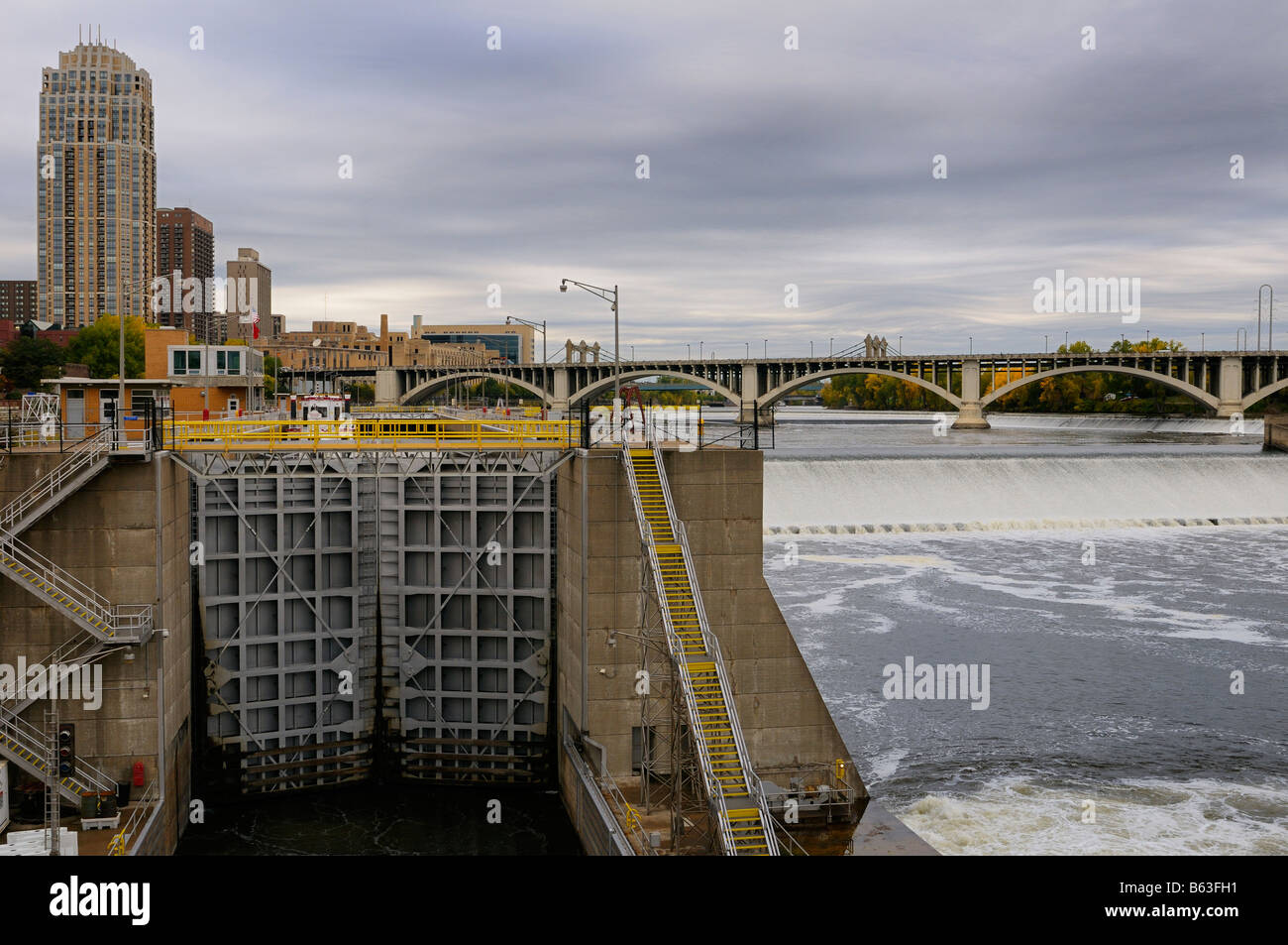 Mississippi river Ford Lock and Dam Number 1 in Minneapolis with St Anthony Falls and Third Avenue bridge - Stock Image