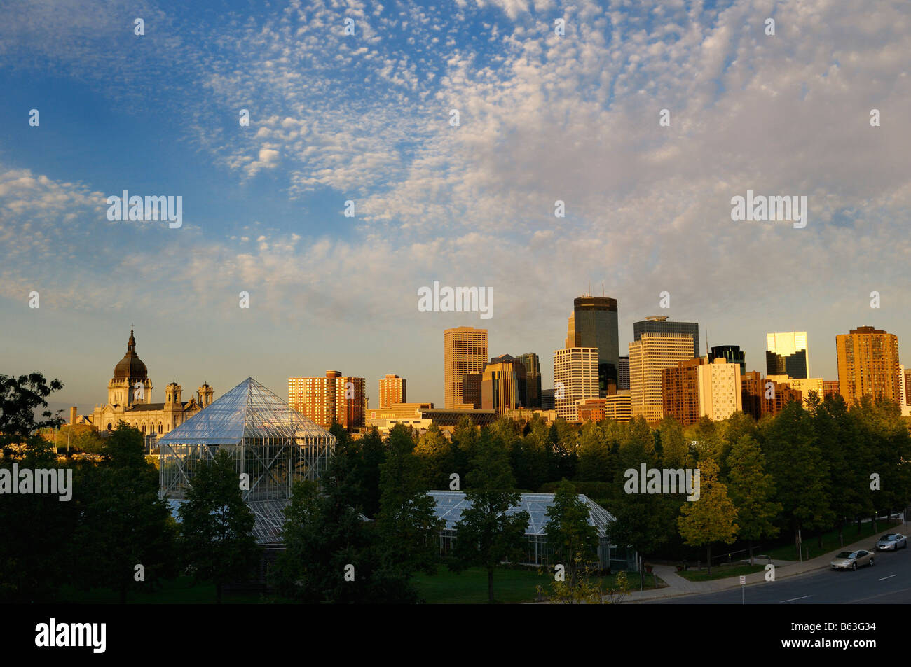 Sunset view of Minneapolis skyline from the Sculpture Garden Greenhouses - Stock Image