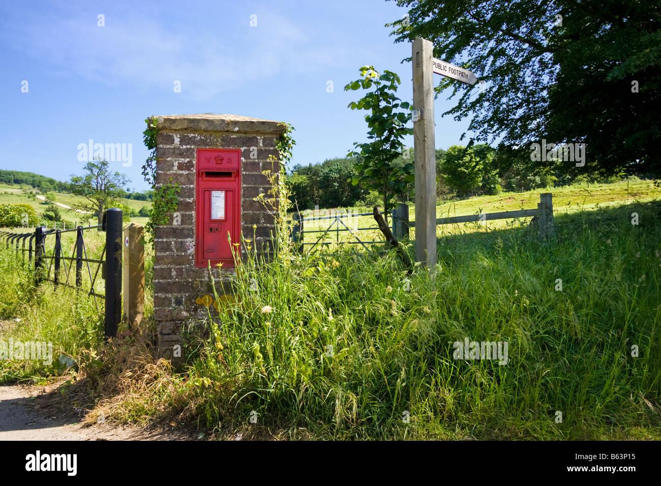 Rural Victorian postbox near Albury in Surrey, England, UK - Stock Image