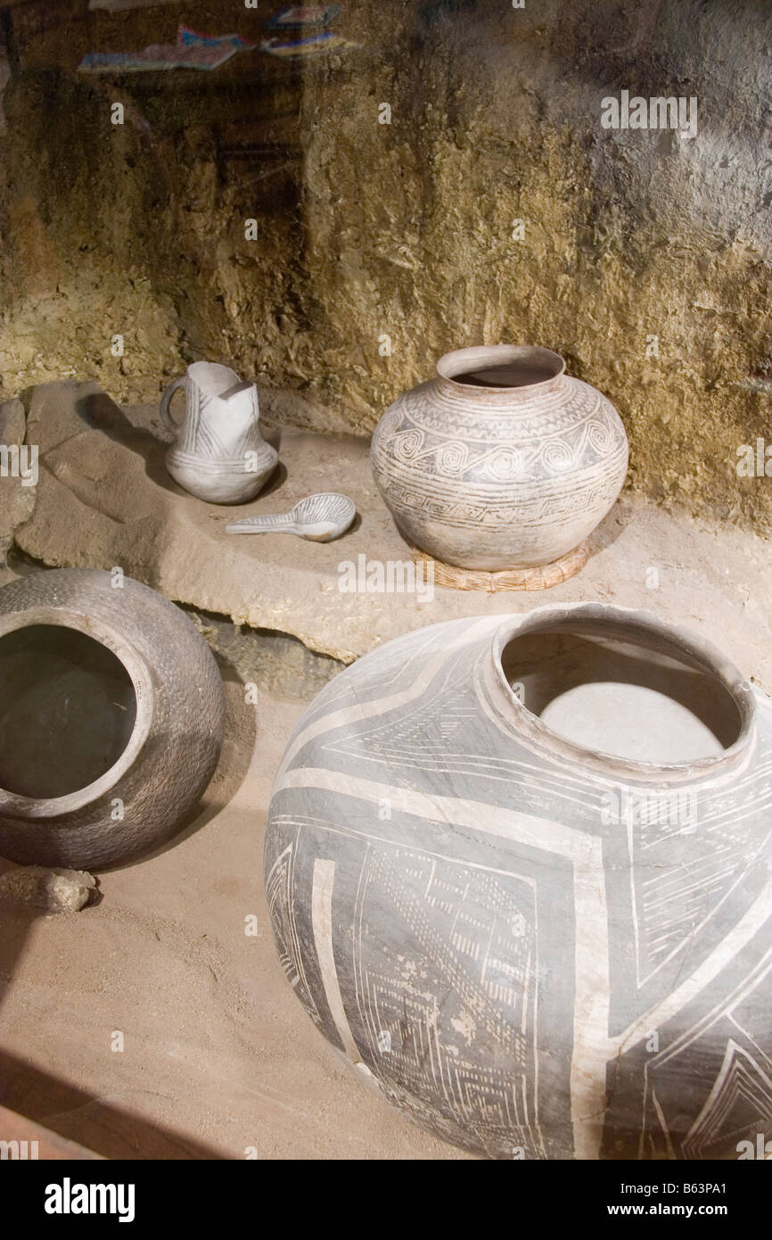 An assortment of ancient Anasazi pots and utensils as displayed in the Utah Museum of Natural History on the University - Stock Image