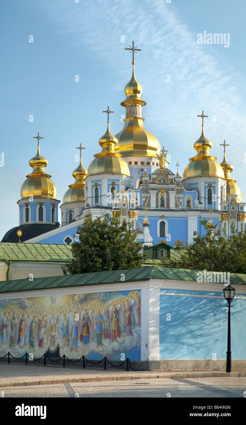 Morning Mykhailiv'ska Square scene with view on Mykhailiv'skyj Sobor Christian Orthodox cathedral. Kiev - Stock Image
