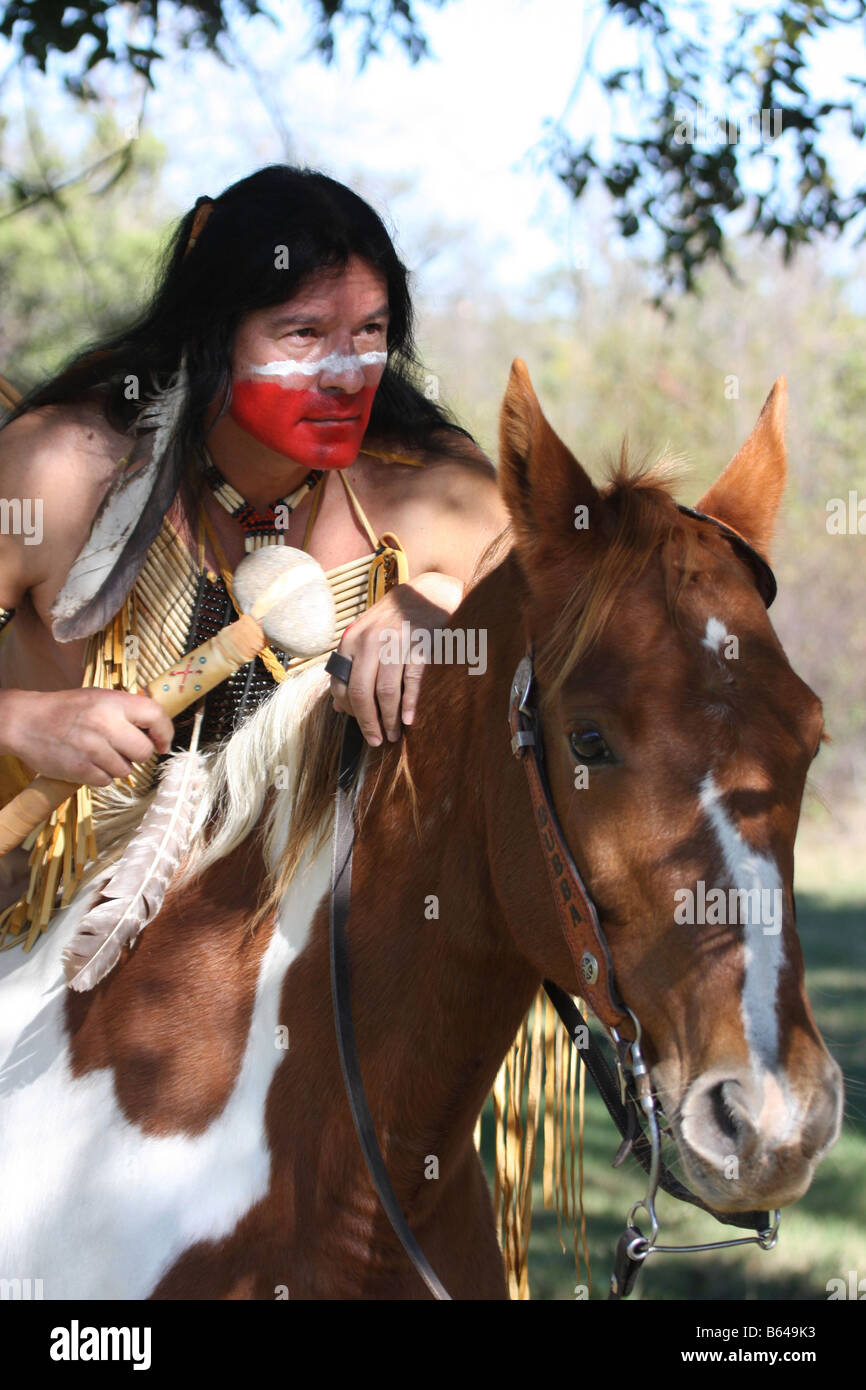 An Apache Native American Indian man on top of a horse in cover checking the horizon for game or enemies - Stock Image