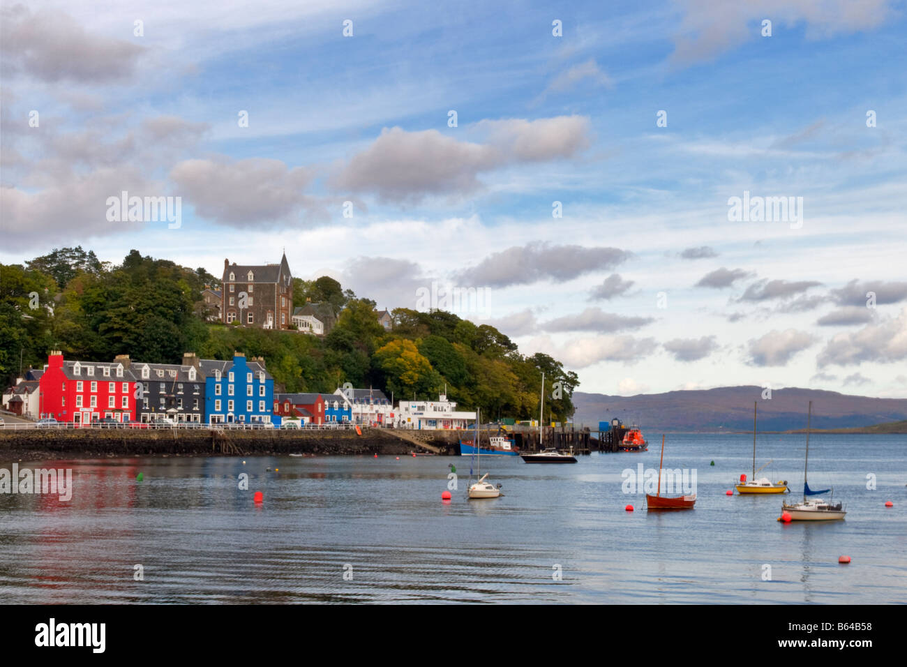 Sea front and harbourside of Tobermory, Isle of Mull, Scotland taken on a bright but cloudy day - Stock Image
