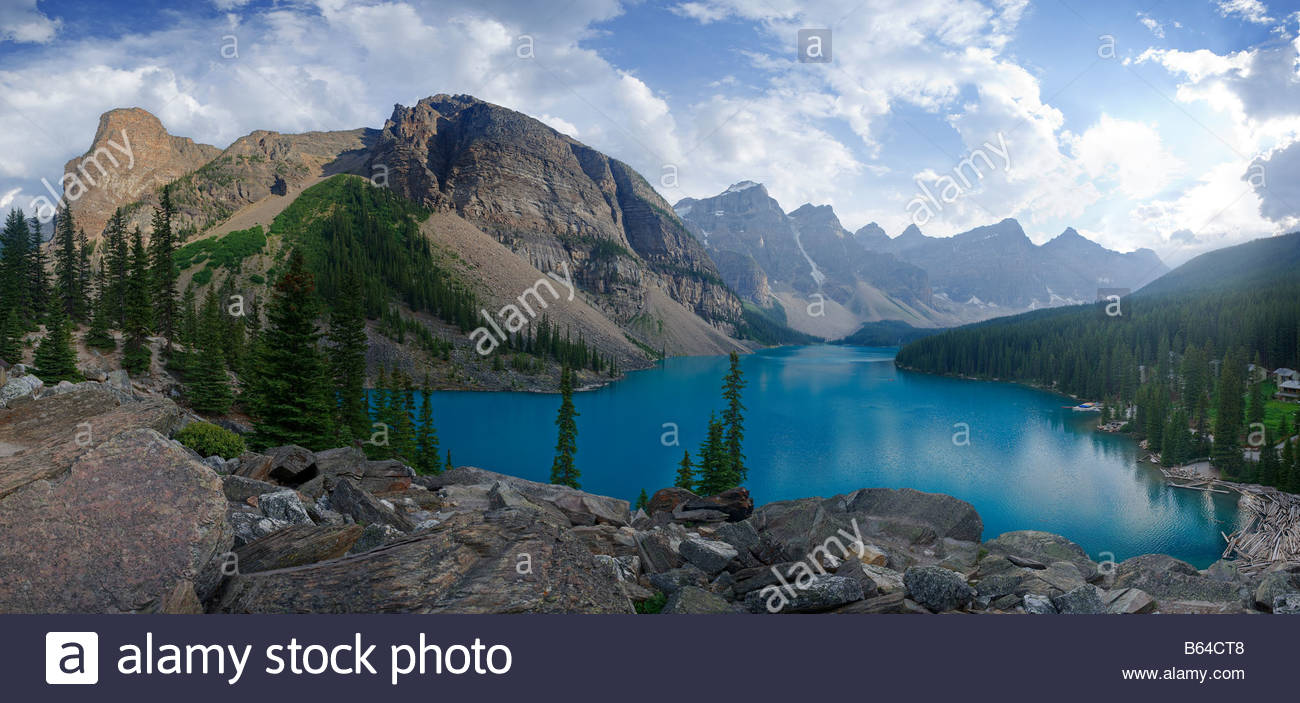 Moraine Lake and Valley of the Ten Peaks, Lake Louise, Banff National Park, Canadian Rocky Mountains, Alberta, Canada - Stock Image