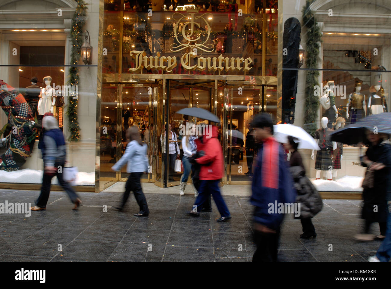 Shoppers outside Juicy Couture on Fifth Avenue in New York - Stock Image
